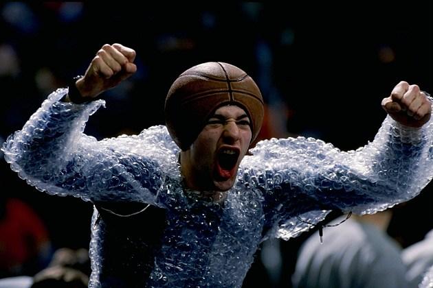Georgetown Hoyas Fan In Bubble Wrap